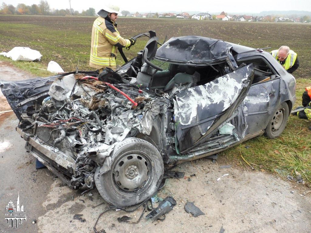 tödlicher Verkehrsunfall mit LKW | Feuerwehr Dingolfing